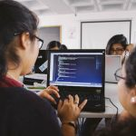 Obras sociales que buscan empoderar a través de la tecnología