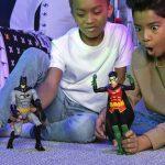 Llega a Chile renovada línea de juguetes Batman