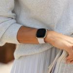 La actualización Fitbit OS 5.1 ofrece funciones prácticas para los relojes inteligentes Sense y Versa 3
